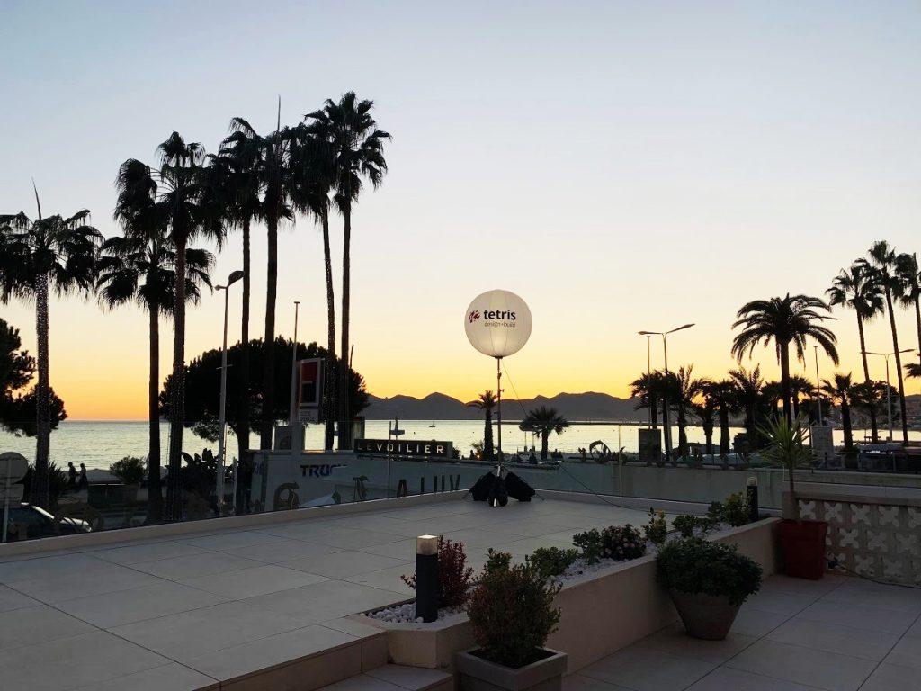 Un ballon lumineux pour un evenement dans le tourisme haut de gamme